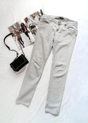 Серые джинсы sisley