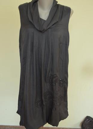 Красивое модное фирменное платье свободного фасона с вышивкой