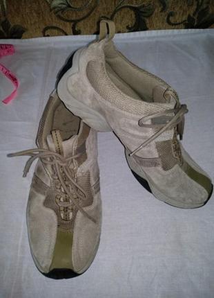 Замшевые кроссовки  размер 39