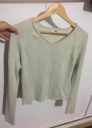 Стильный свитерок,размер m