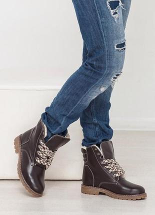 Кожаные зимние ботинки на низком каблуке