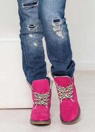 Замшевые женские ботинки на низком каблуке
