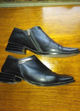 Кожаные итальянские туфли на низком каблуке fenni  38 р.