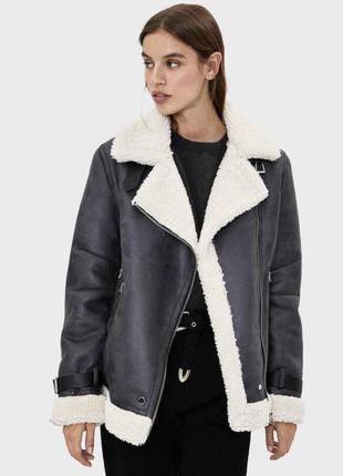 Куртка чёрная bershka