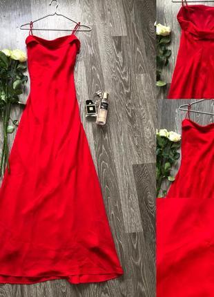 Червоне плаття до підлоги