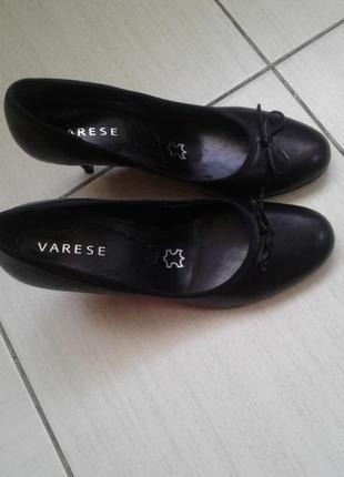Классические черные туфли 39 размер