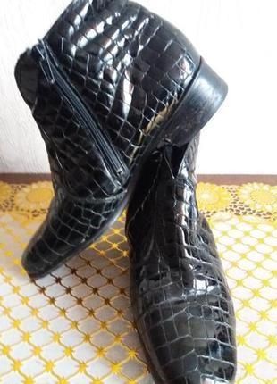 Кожаные черные ботинки-.под крокодила ..бренд semler--39р утеплены