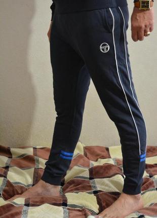Оригинальные штаны от sergio tacchini новые, размер л, не носились, есть комплект
