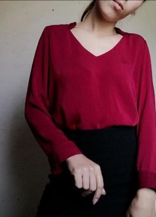 Красивая блуза с вырезом mango