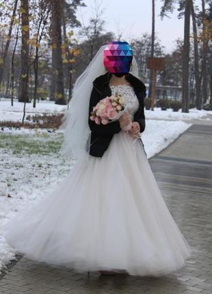 Красивое свадебное платье а-силуета размер 44-46 в подарок подушка для колец