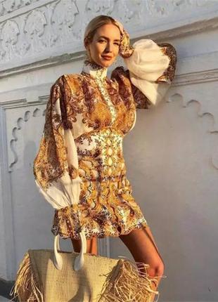 Точная реплика золотистый костюм с пышной рубашкой