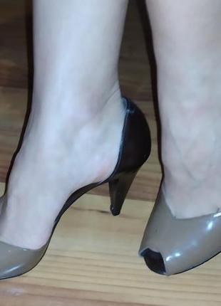Элегантные туфли на каблуках