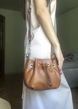 Новая рыжая сумка бочонок от итальянского бренда roccobarocco, лимитированная коллекция