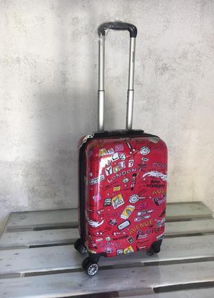 Качественный чемодан, якісна і яскрава валіза