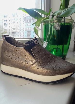 Стильные туфли на танкетке