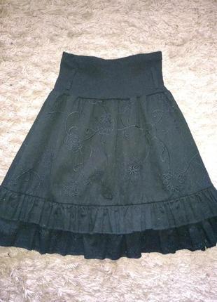 Катоновая юбка с вышивкой и оборками