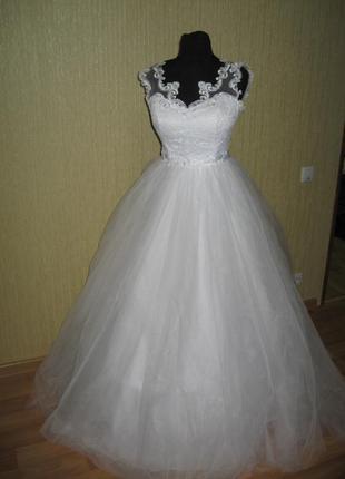 Свадебное платье. размер 46-48. регулируется шнуровкой. на рост 175-185