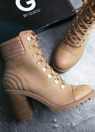 Guess оригинал ботинки на шнуровке и широком каблуке