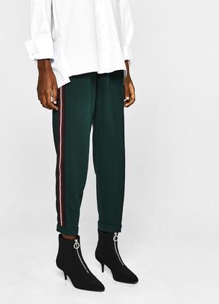 Штаны брюки с лампасами полосками джоггеры bershka зеленые изумрудные