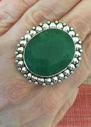 Кольцо с натуральным индийским изумрудом, в серебре, размер 18