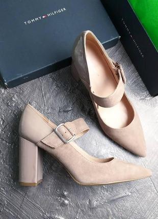 Tommy hilfiger оригинал бежевые замшевые туфли с ремешком на широком каблуке