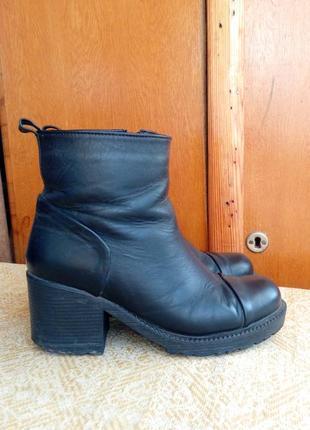 Кожаные осенние ботинки, полусапожки, сапоги на каблуке