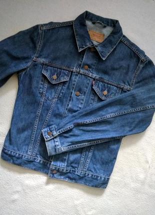 Брендовая джинсовая курточка.