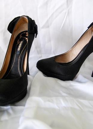 Черные вечерние туфли