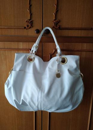 Белая сумка стокгольм от oriflame, дизайнер valerie
