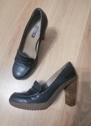 Черные кожаные туфли ecco на каблуке