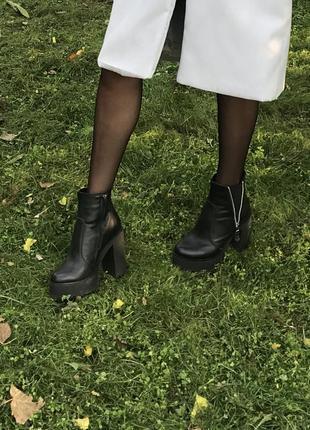 Осенние сапоги на каблуке