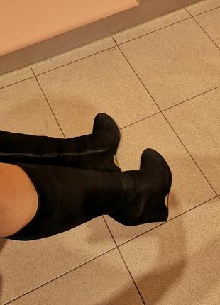 Чёрные замшевые сапожки на платформе