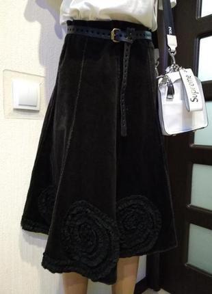 Крутая стильная юбка трапеция миди вельвет с цветами чёрная