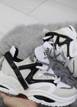 Новые шикарные женские кроссовки
