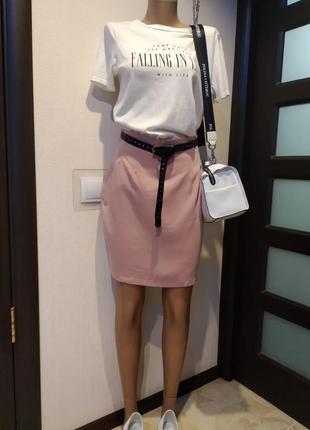 Крутая юбка-карандаш мини с завышенной линией талии пудрово-розового цвета