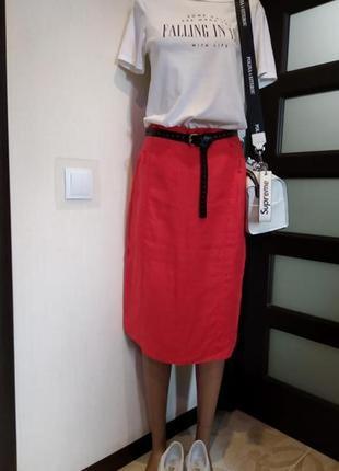 Отличная юбка карандаш модного кораллового цвета со шлицей