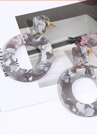 Невероятно стильные минималистичные серьги серые круги очень легкие и приятные!