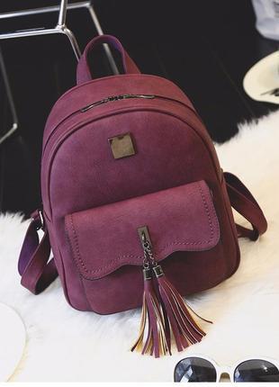 Рюкзак женский матовый с кисточками и карманом цвета марсала (бордо)