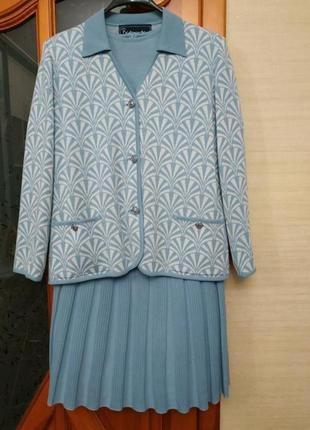 Шикарный костюм тройка 30%шерсть
