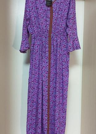Длинное платье макси красивой цветовой расцветки