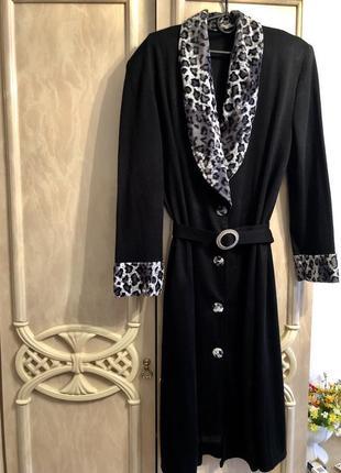 Красивая тёплое платье фактурной ткани модного фасона очень стильное