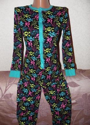 Яркая пижама-слип-комбинезон 10-11 лет.