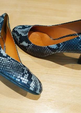 Туфли кожаные,оригинальные  на каблуке,производство италия,р.38 ,бренд geox
