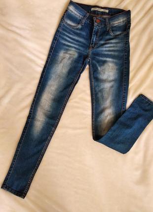 Тонкие стрейчевые джинсы от gloria jeans