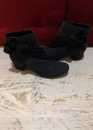 Новые натуральные фирменные ботинки 37р.