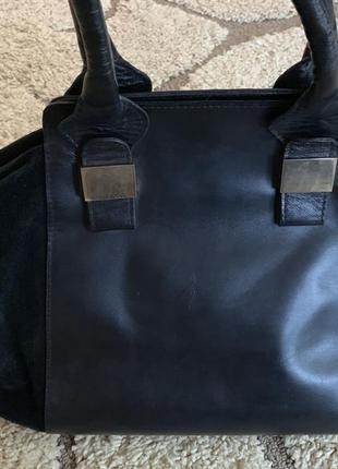 Натуральная замшевая сумка с кожаной вставкой.