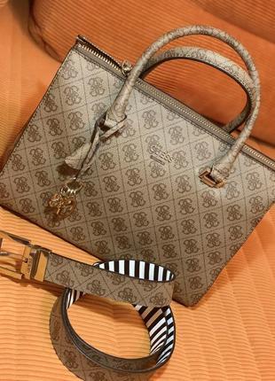 Очень красивая сумка guess