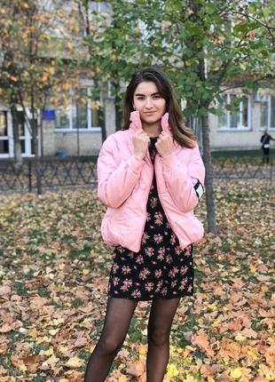 Светло розовая дутая обьёмная куртка с,м