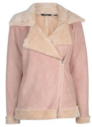 Нежная розовая куртка дубленка в стиле авиатор