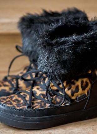 Сапожки crocs women´s lodge point lace snow boot размер 38-39